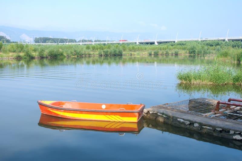 Download Cenário do rio foto de stock. Imagem de scenic, amarelo - 26510856