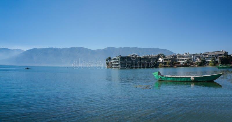 Cenário litoral do lago do erhai fotografia de stock royalty free