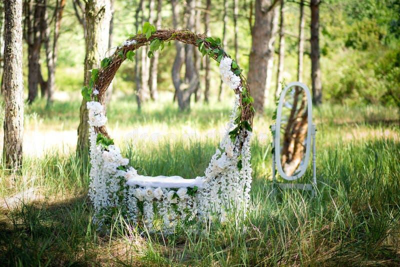 Cenário para um photoshoot do casamento O anel grande wattled de uma haste foto de stock