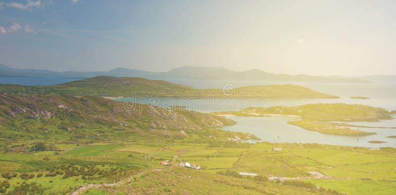 Cenário rural da paisagem do campo irlandês épico bonito do th imagem de stock royalty free