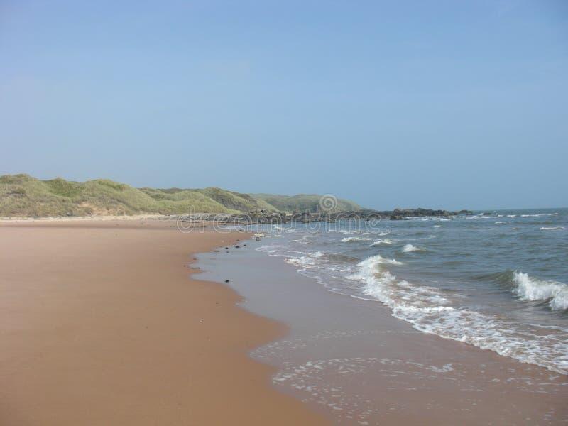 Cenário só da praia em Aberdeenshire II fotografia de stock