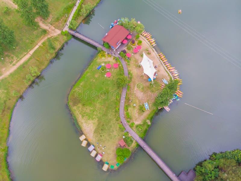 Cen?rio do in?cio do ver?o do ponto c?nico da pastagem de Mulan prov?ncia em Wuhan, Hubei, China fotos de stock