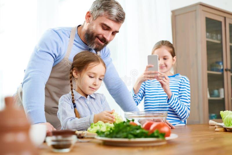 Cena adorável da família fotos de stock