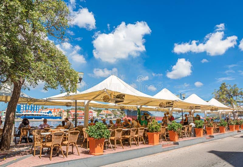 Cena al aire libre en Curaçao imagen de archivo