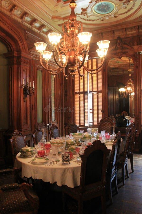 A cena bonita da arquitetura interior e da tabela ajustou-se para o jantar, Victoria Mansion, Portland, Maine, 2016 fotos de stock royalty free