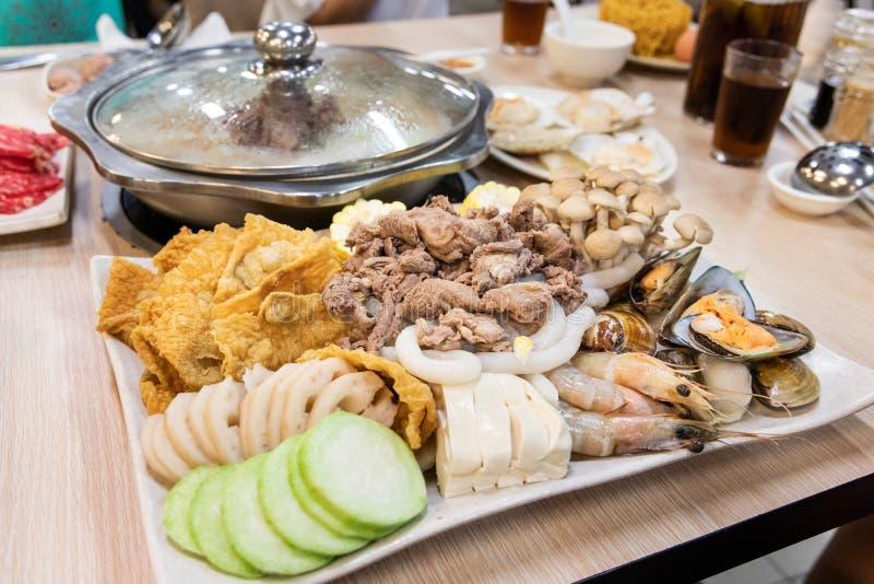 Cena cinese di shabu del hotpot della nave a vapore al ristorante fotografia stock