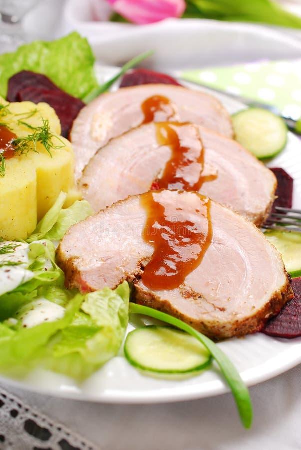 Cena con carne di maiale e la patata arrostite fotografie stock libere da diritti