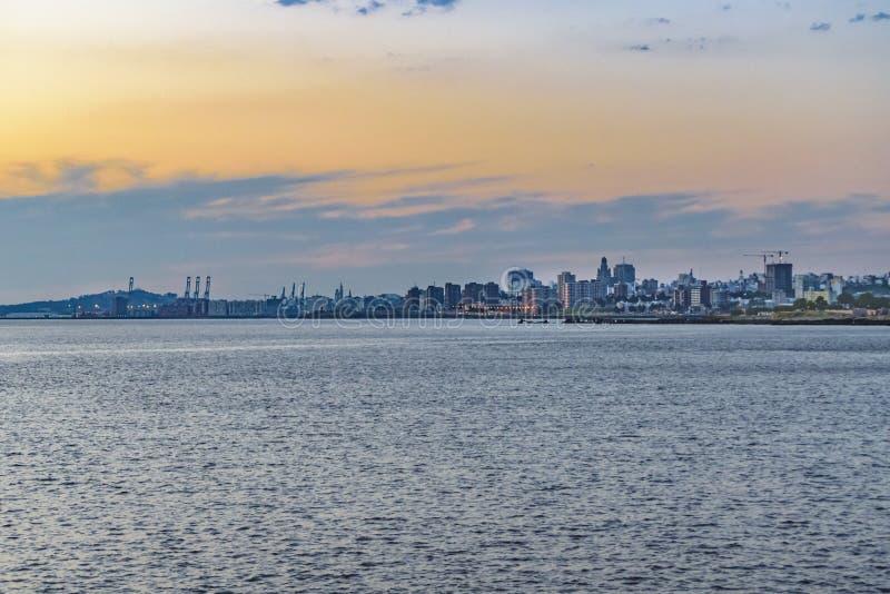 Cena da arquitetura da cidade de Montevideo, Uruguai imagens de stock royalty free