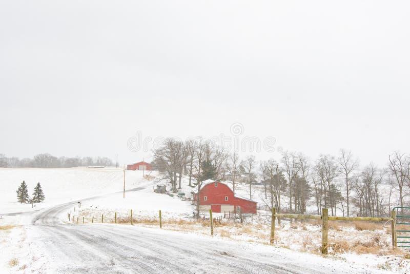 Cena da exploração agrícola do inverno no Appalachia rural fotografia de stock royalty free