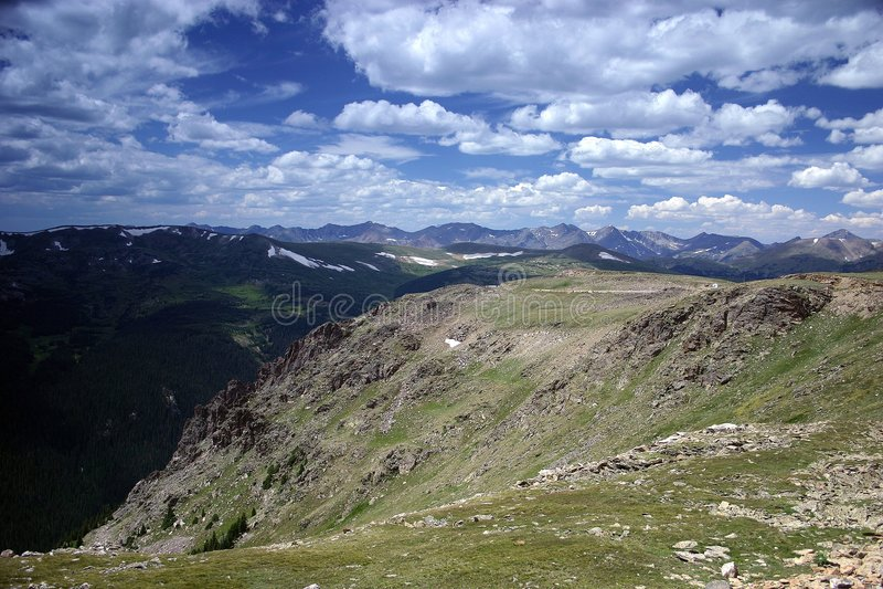 Cena da montanha rochosa fotos de stock royalty free
