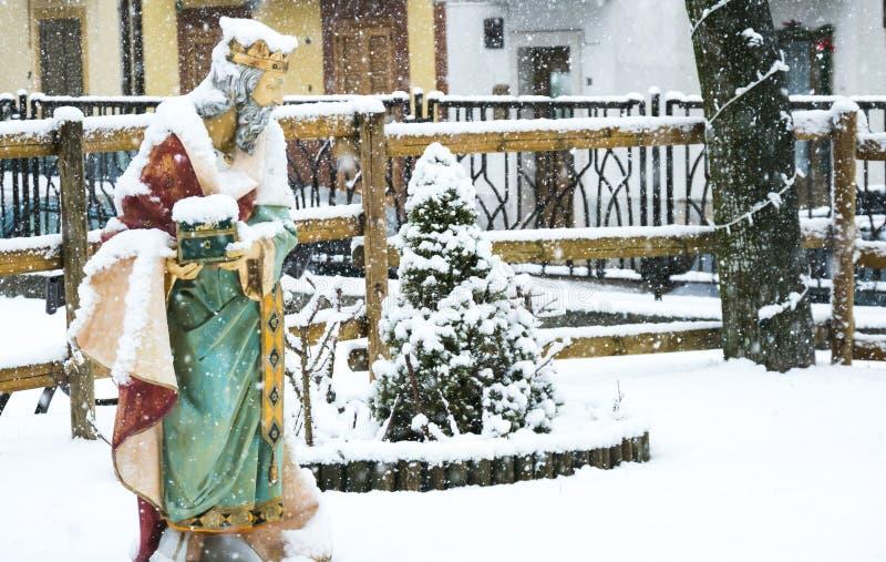 Cena da natividade do Natal, queda de neve no três homens sábios fotos de stock royalty free