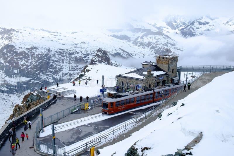 Cena da neve no paraíso da geleira de Gornergrat imagens de stock royalty free