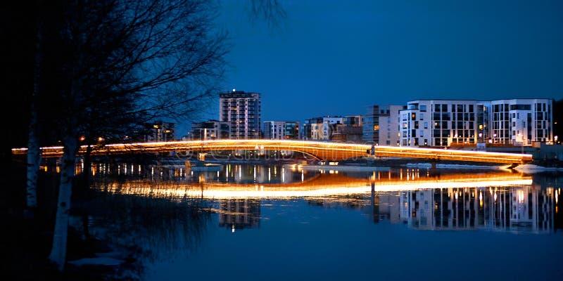 Cena da noite - Bridgde em Joensuu foto de stock royalty free