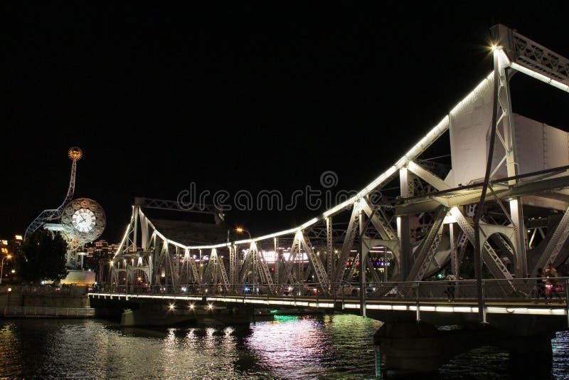 Cena da noite da cidade do centro de Tianjin, China fotos de stock