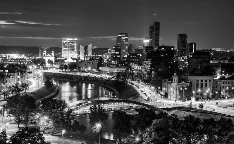 Cena da noite da cidade, ideia notável das luzes e rio foto de stock royalty free