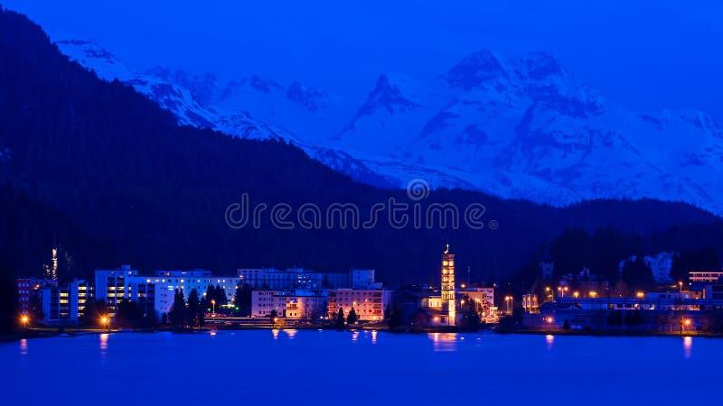 Cena da noite de Saint Moritz, suíço fotos de stock