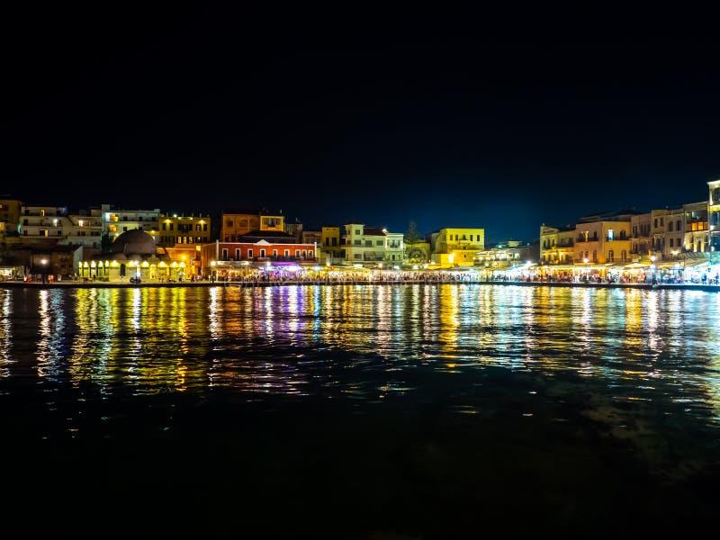 Cena da noite de surpreender o porto de Chania - cidade velha pelo mar - Creta, Gr?cia imagem de stock royalty free