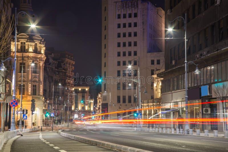 Cena da noite do centro de Bucareste imagens de stock