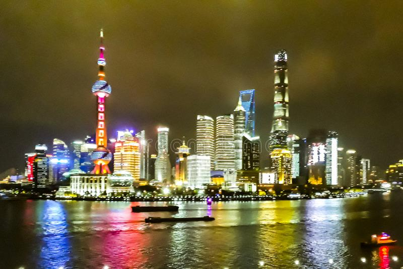 Cena da noite do distrito de Pudong, Shanghai, China foto de stock