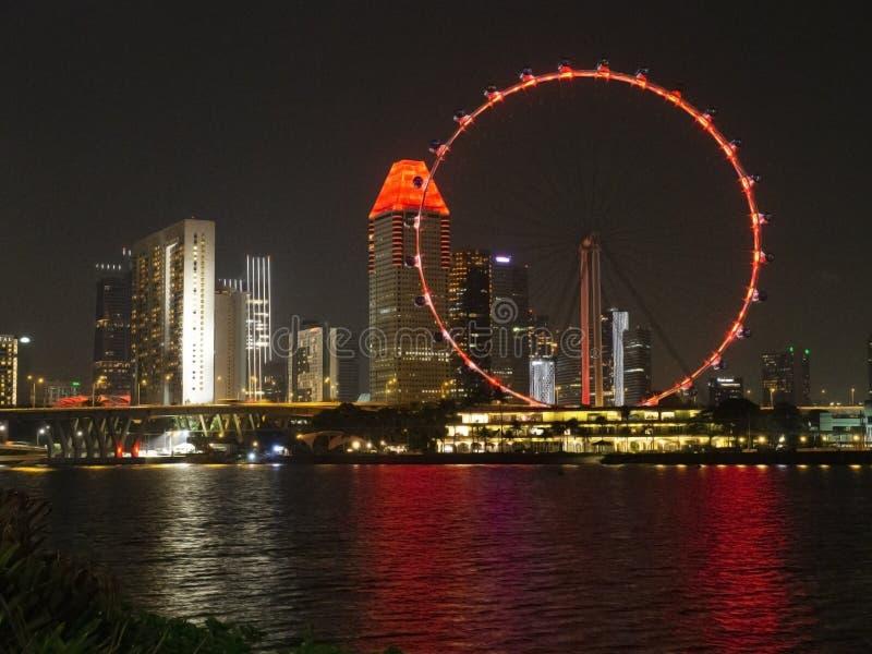 Cena da noite do inseto de Singapura em Marina Bay imagem de stock