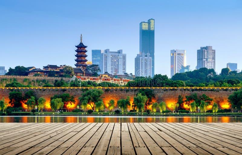 Cena da noite do lago Nanjing Xuanwu fotos de stock royalty free