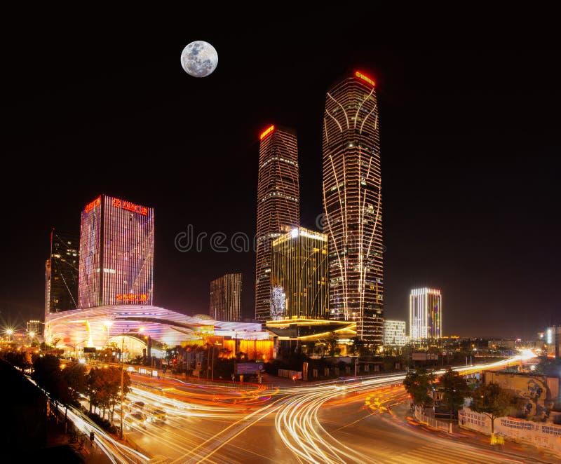 Cena da noite da lua de Kunming Wanda Plaza CBD imagens de stock