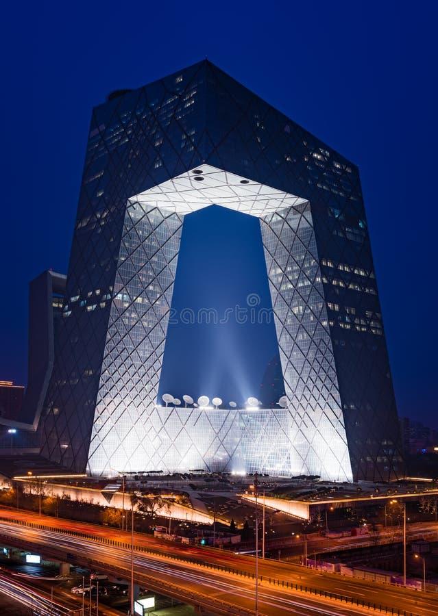Cena da noite da sede do CCTV, Pequim, China fotos de stock