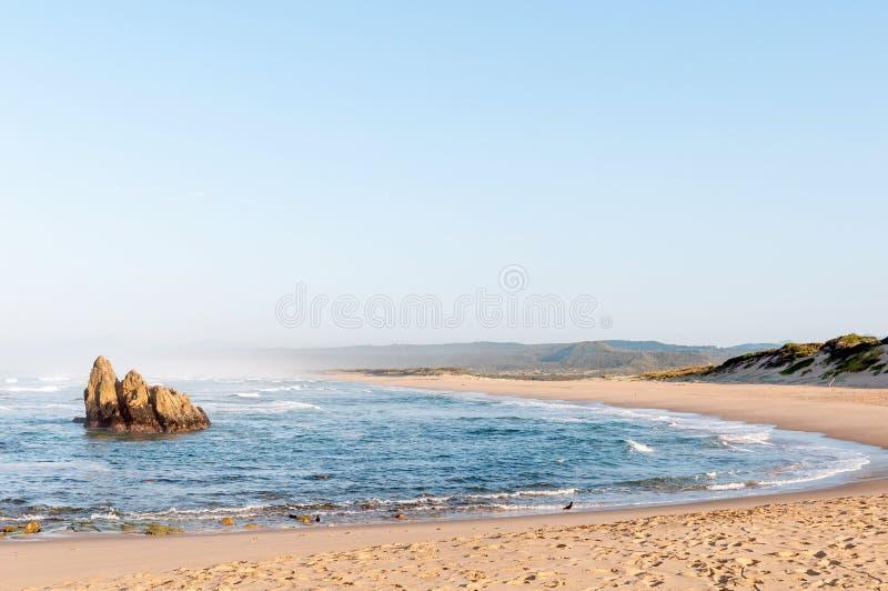 Cena da praia do amanhecer em Buffelskop foto de stock royalty free