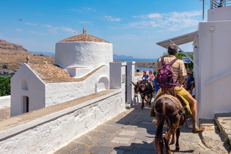 Cena da rua em Lindos O Rodes, Grécia foto de stock royalty free
