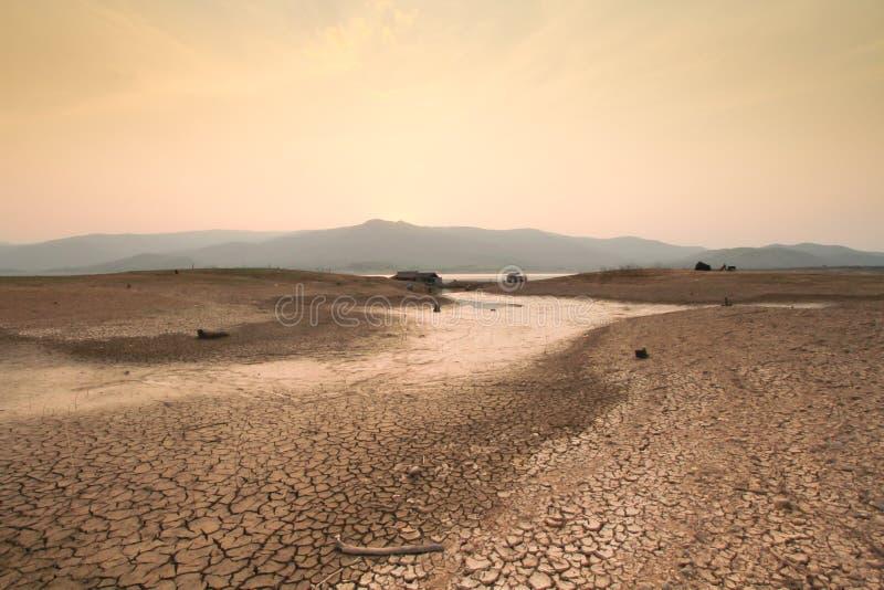 Cena da seca e das alterações climáticas do rio secado imagem de stock royalty free