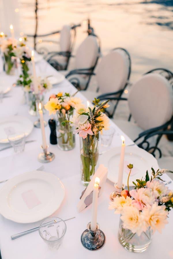 Cena de boda por el mar Casarse banquete en el mar Donja Las foto de archivo