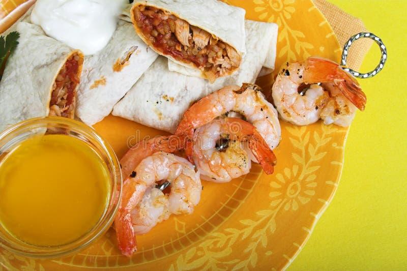 Cena de los Fajitas con el camarón fotos de archivo