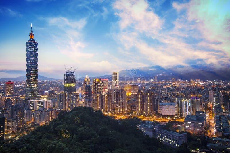 A cena de Taipei construção de 101 e cidade Taiwan de Taipei o 14 de dezembro de 2017 A foto foi tomada da parte superior do elef fotos de stock royalty free