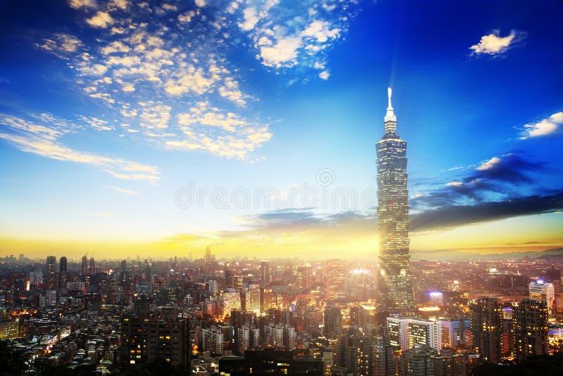 A cena de Taipei construção de 101 e cidade Taiwan de Taipei o 14 de dezembro de 2017 A foto foi tomada da parte superior do elef fotos de stock