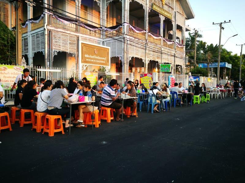Cena del steet de Nonthaburi que camina imagenes de archivo