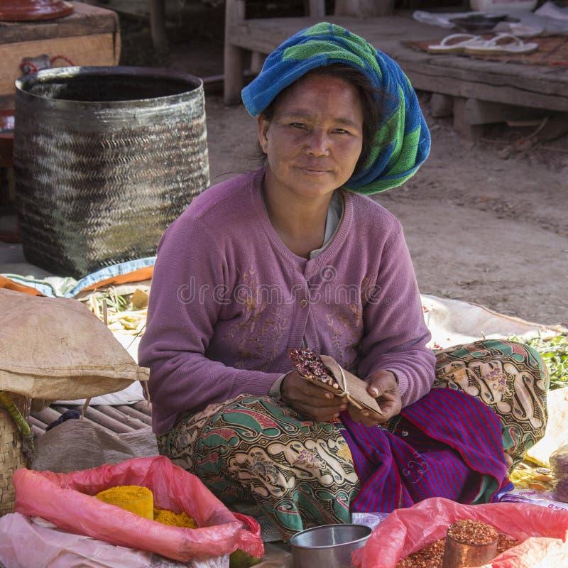 Download Mulher Burmese - Bagan - Myanmar Fotografia Editorial - Imagem de tourism, mulher: 29843592