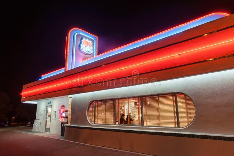 cena di stile degli anni 50 su Route 66 storico, Albuquerque, New Mexico, immagini stock libere da diritti