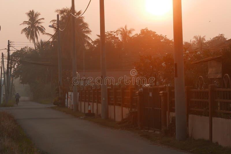 Cena do amanhecer de uma vila em Kedah, Malásia fotografia de stock
