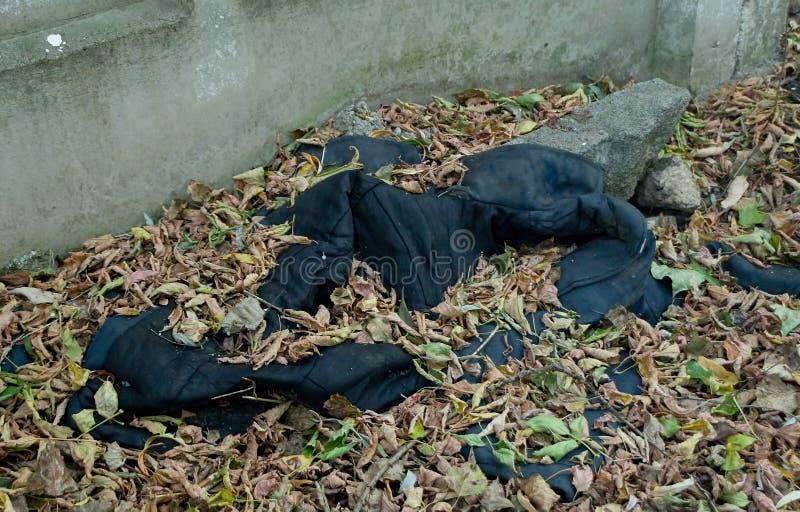A cena do crime, o revestimento do ` s da vítima está ainda nas madeiras fotografia de stock
