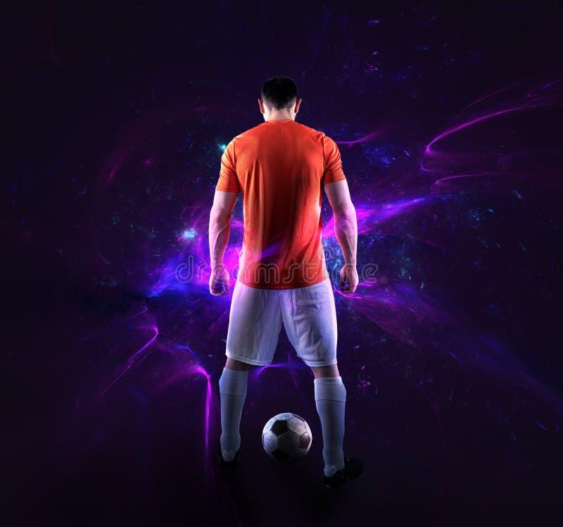Cena do futebol com jogador de futebol na frente de um fundo digital futurista imagem de stock royalty free