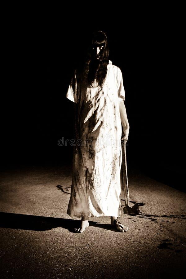 Cena do horror - o assassino na estrada imagens de stock royalty free