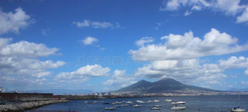 Cena do mar de Panaromic de Napoli, Itália fotografia de stock