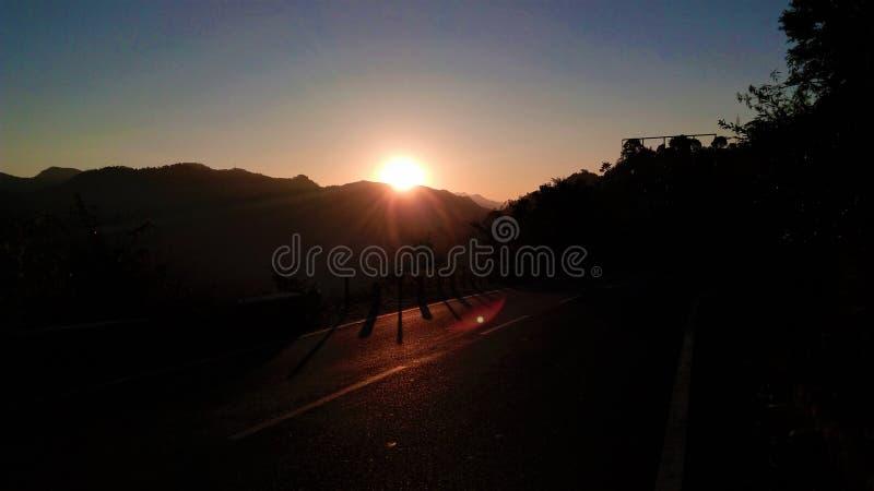 Cena do nascer do sol da manhã da montanha fotografia de stock