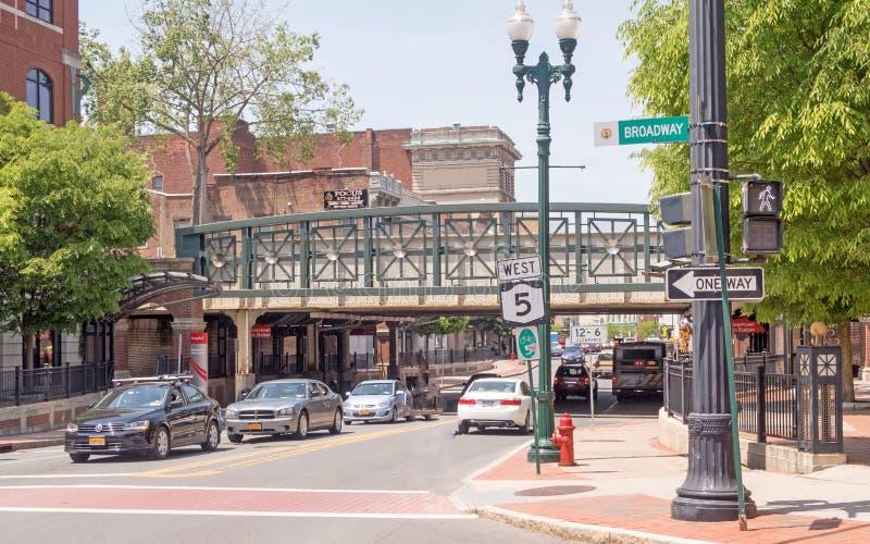 Cena e faixa de travessia da rua, State Street e Broadway imagens de stock royalty free