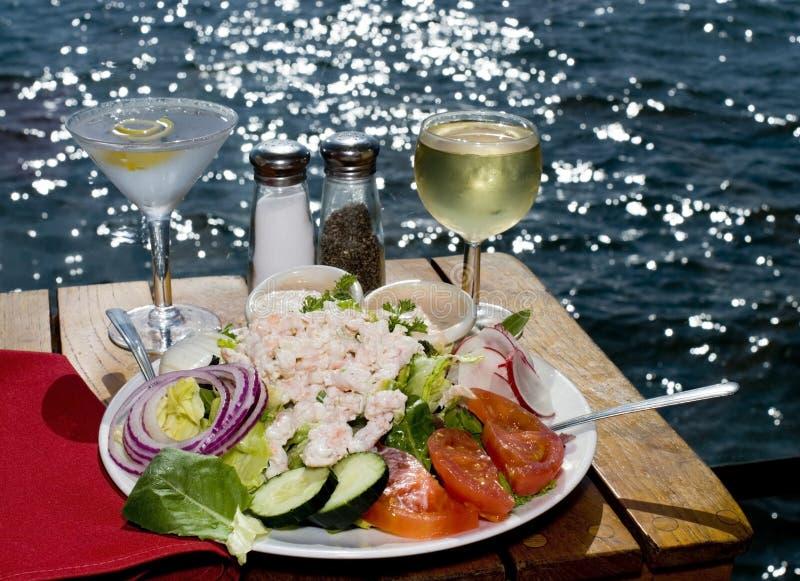 Cena en la bahía imagenes de archivo