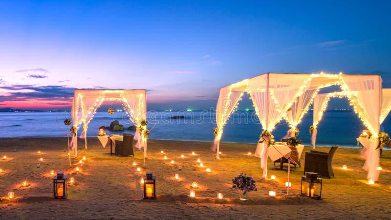 Cena en la playa imagenes de archivo