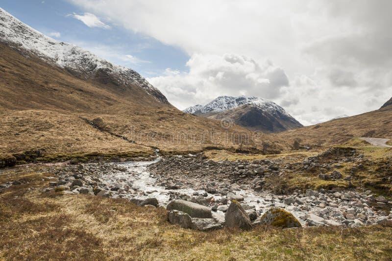 Cena escocesa Glen Etive da montanha e do rio imagem de stock royalty free