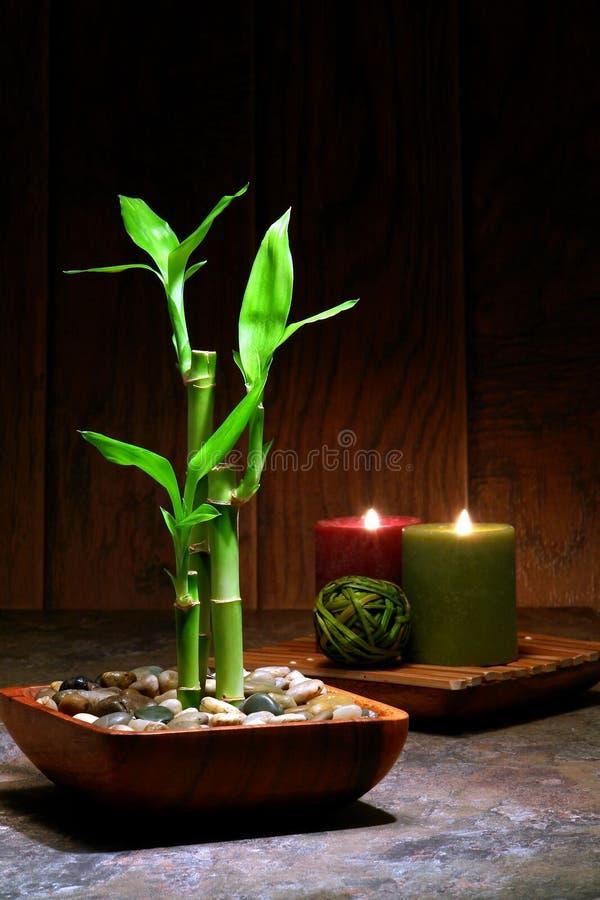 Cena inspirada asiática do abrandamento do zen com bambu fotografia de stock