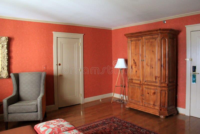 Cena interior bonita com mobília confortável aos visitantes desejados, Sagamore Resort, lago George, New York, 2016 foto de stock royalty free
