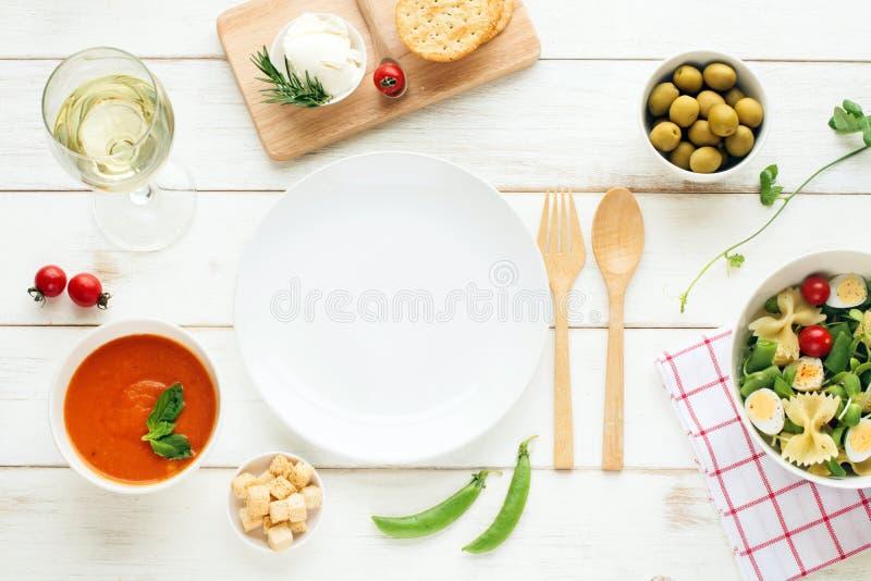 Cena leggera di estate/concetto di cena Copi lo spazio fotografia stock libera da diritti